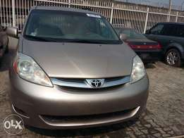 2006 Toyota Sienna XLE Limited (FOREIGN USED)