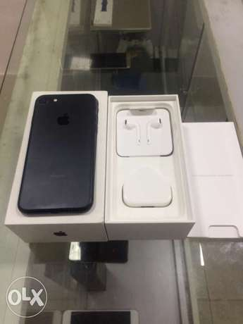UK used iPhone 7 256GB with Full Accessories Ikeja - image 2