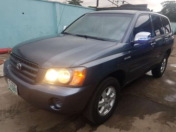 Very clean Toyota highlander 2004 model, first body. Agege - image 3