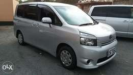 Toyota Noah 2010. Trade In Ok