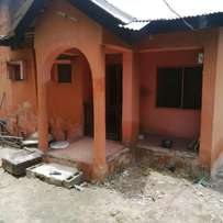 3bedroom bungalow to let in martins estate akute 300k