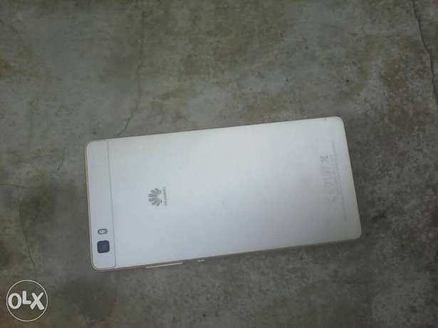 Very clean HUAWEI P8 lite for sale 2gb ram 13mp 4G LTE Benin City - image 3