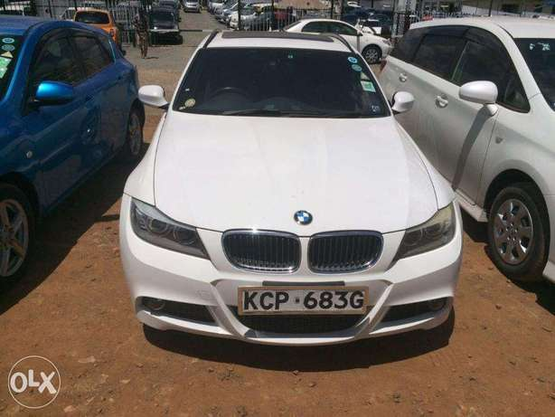 Station Wagon Unique BMW 320i SUNROOF Fully loaded on quick sell finan Nairobi CBD - image 6