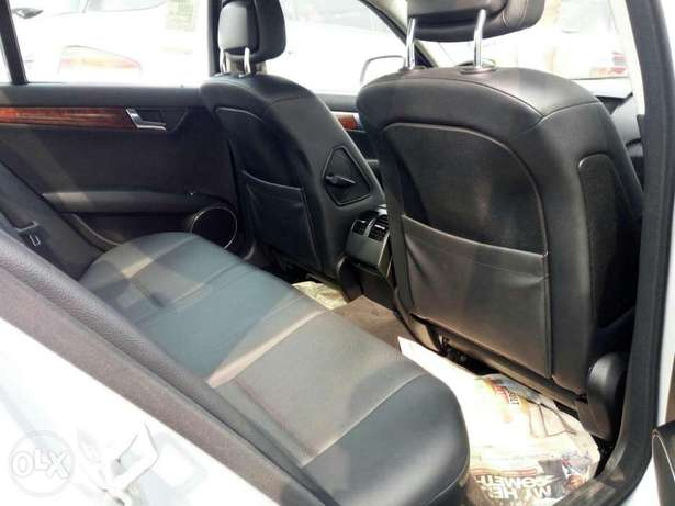 Foreign used 2008 Mercedes-Benz C300. Direct tokunbo Lagos Mainland - image 3