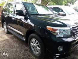Very Clean and Super neat 2014 Toyota Land Cruiser V8