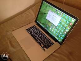 MacBook Pro corei7, 15 inch, 500gb hdd, 4gb ram
