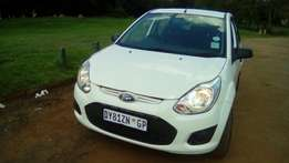 2015 lovely Ford Figo, only 15 000km, R 75 000, service book available