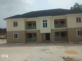 Executive 2bedroom flat on a tarred road in ind/layout 4 Rent