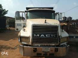 Used mack dump/tipper truck still in very good condition