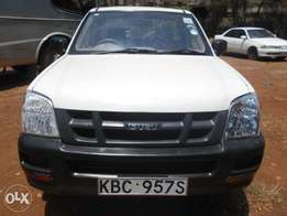 Isuzu Dmax Pickup, local, year 2005, manual and 2WD.
