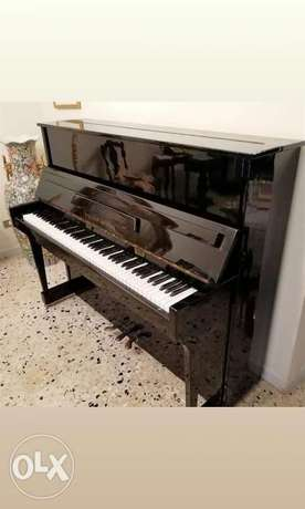 Piano like new very good condition بيانو ٣بيدال للعذف مكفول صوت نقي
