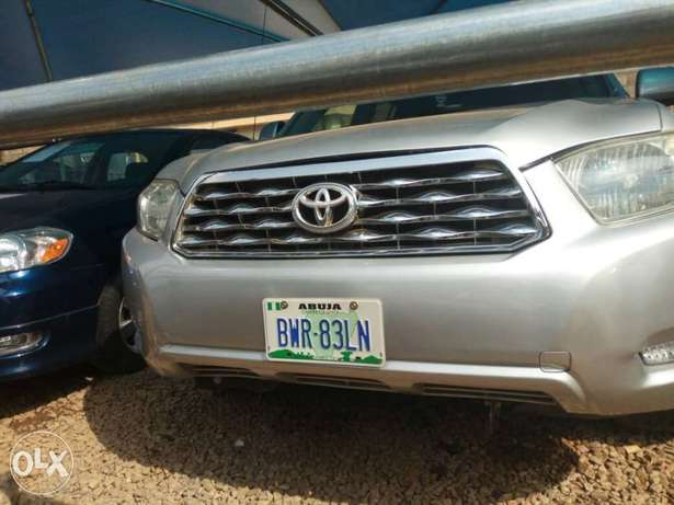 Super Clean Toyota Highlander For Sale Garki 1 - image 3