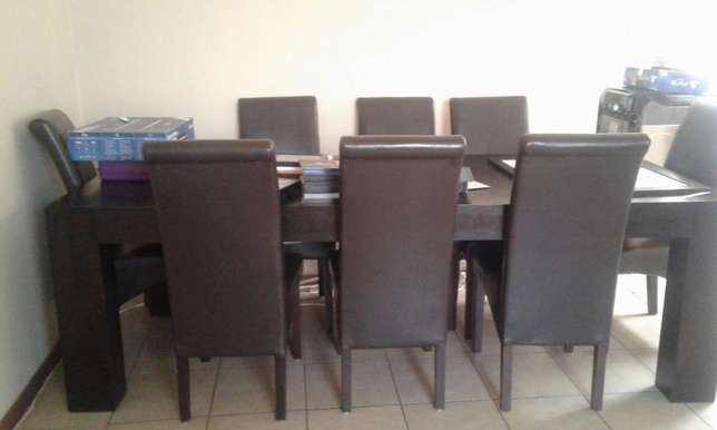 8 Seater dinning room table Florida - image 1