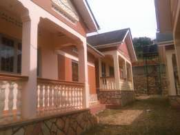Its house for rent at konge upper two bedroom and 2toilet at 800k