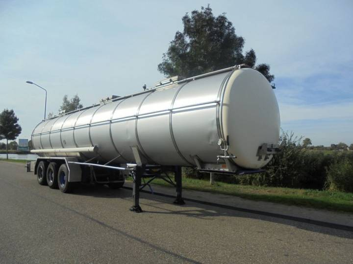 Burg 3-Axle Tanktrailer / 33121 LTR / 1 compartment / - 1990