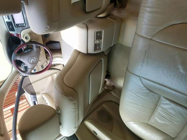 Neatly 1yr used Lexus Isolo - image 7