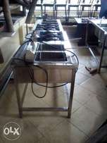 Deep fryer with four burners.. Accommodates 10