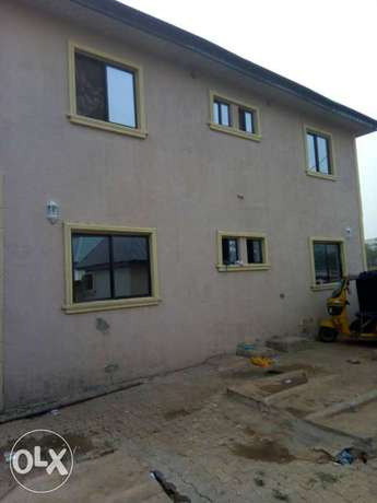 For sale 4Flat on a 50ft by 100ft by youth camp ground. Benin City - image 4