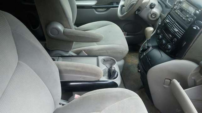 Super clean Toyota sienna for sale Port-Harcourt - image 7