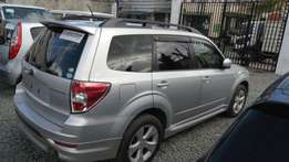 Subaru forester 2010 KCL wt Sunroof