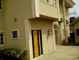 Perfectly built 3 bedroom flat with all facilities at Akala way ibadan
