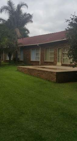 Beautiful family home in Witbank Emalahleni - image 2