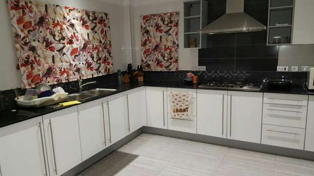 Quality curtains and blinds Lavington - image 2