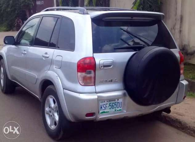 clean used Toyota RAV4 for sale Ikeja - image 4
