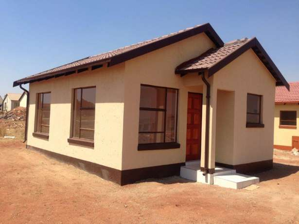 Houses for sale in lenasia Soweto - image 8