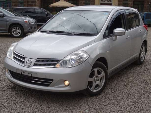 Nissan Tiida silver colour 2010 model excellent condition Kilimani - image 2