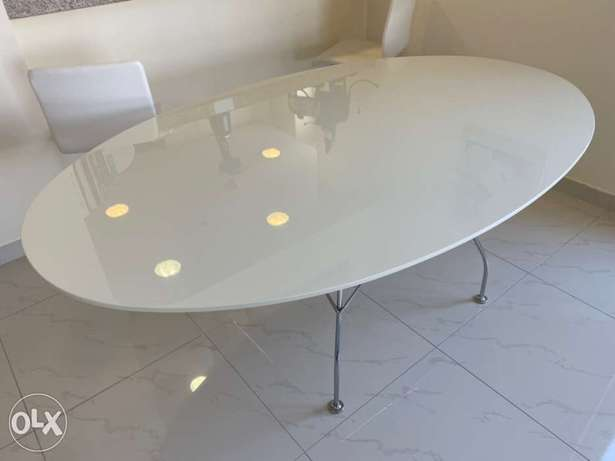 Karel GLOSSY table. as good as new