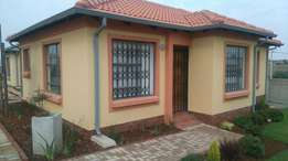 New house on sale at Witpoortjie, South Hill and Fleurhof.