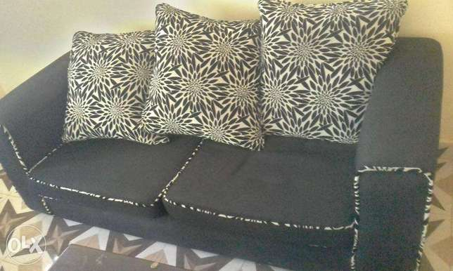 Black checked Sofa sets in great shape Lower Kabete - image 4