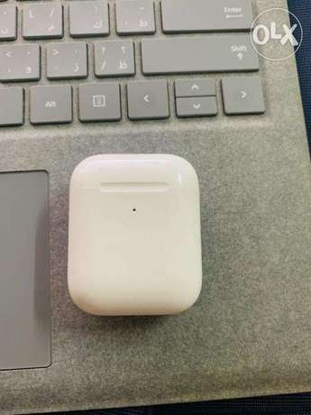 Apple AirPod 2 (with wireless charging case )