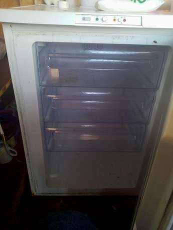 Zanussi upright freezer Kahuro - image 3