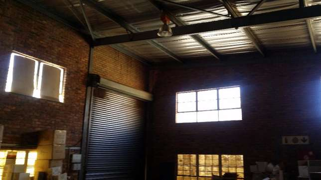 Industrial warehouse space to let Johannesburg - image 5
