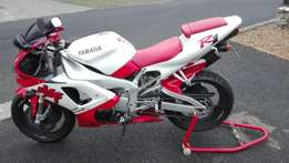 Yamaha YZF R1 2001 (Red seat) Collectors item
