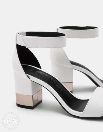 Sandals with ankle strap and metallic mid heels Ikeja - image 3