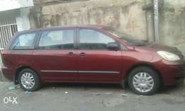 04 Tokunbo sienna accident free