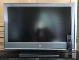 sony bravia, 28 inch, 2 months used, 2 hdmi ports, on quick sale