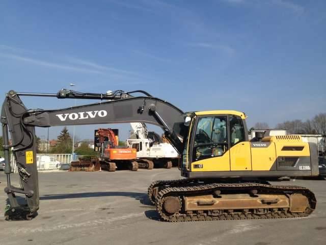 Volvo EC 220 DL - 2014 - image 2