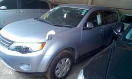 Outlander Mitsubishi on sale: we do hire purchase: Dep 900k