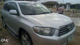 Clean Toyota Highlander, 2009 model for sale