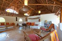 MAKUTI 5 bedroom on 1/4 acre with swimming pool