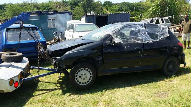 Peugeot 206 1.4 2004 model stripping for spares Phoenix - image 2