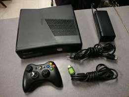 Xbox 360 slim hacked with games