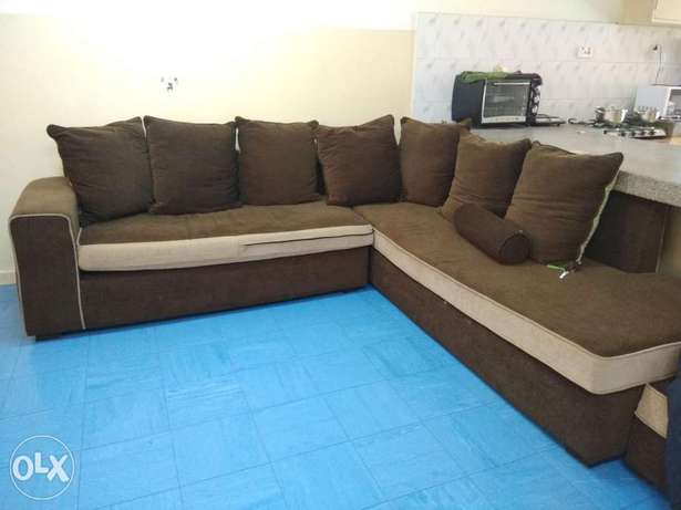 Sofa 7 seater , bed king size and coffee table for sale Ngara East - image 3