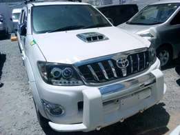 Toyota Hilux 2010 pearl white