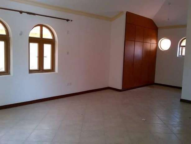 LUXURIOUS 4 bedroom HOUSE with fitted air conditioners Nyali - image 5