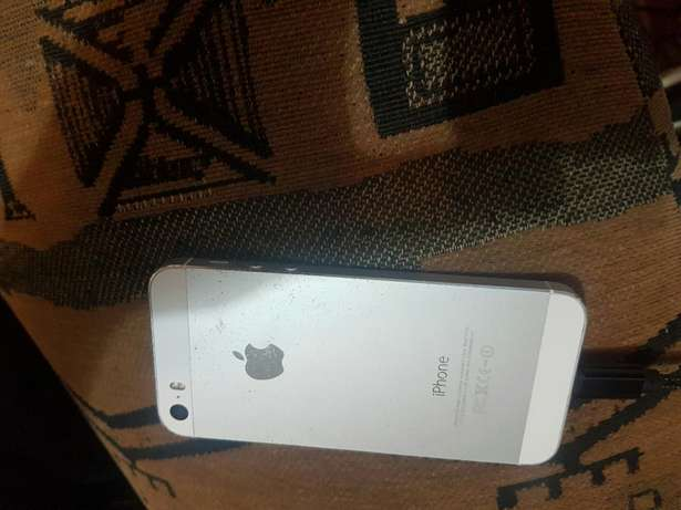 Apple iphone 5s 16gb white and silwer for sale Port Elizabeth - image 2